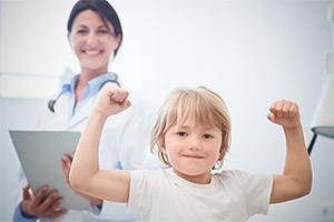 Родителям: Учите здоровым привычкам, пока ребёнок поперёк лавки укладывается